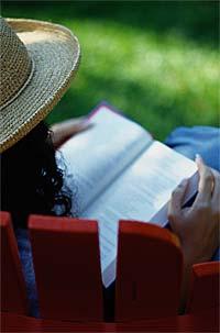 woman_rding_bible