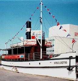 Hailauoto-laiva Oulun torirannassa 1987. Kuva R. H.
