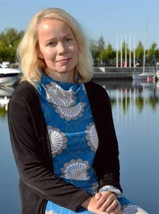 Esikoiskirjailija Pauliina Rauhala. Kuva: Päivi Seeskorpi.