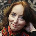 Sosiaalipsykologi, VTL Katriina Järvinen opettaa yliopistossa ja on pohtinut haastatteluissaan lapsuutta ankaran uskonnollisuuden varjossa.