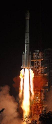 Chang'e 3 -laskeutuja laukaistiin matkaan Kiinan tehokkaimmalla kantoraketilla, Long March 3B:lla, kello 19.30 Suomen aikaa ja kello 1.30 paikallista aikaa.  - Kuva People's Daily / Zhao Zhuqing.