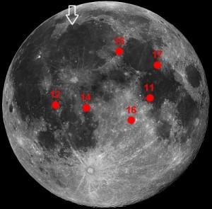 Valkoinen nuoli osoittaa Chang'e 3:n laskeutumispaikkaa, punaisella merkityt  Apollo-lentojen laskeutumispaikkoja. Kuva: NASA (muok. Steve Nerlich )