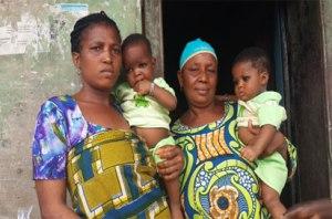 Kaksosten äidillä on ennestään neljä lasta. Hän ei halua lisää lapsia. Hän toivoo selviytyvänsä näiden kuuden huolenpidosta. Työttömäksi joutuneen äidin rahat eivät tahdo riittää edes lasten perusravitsemukseen.